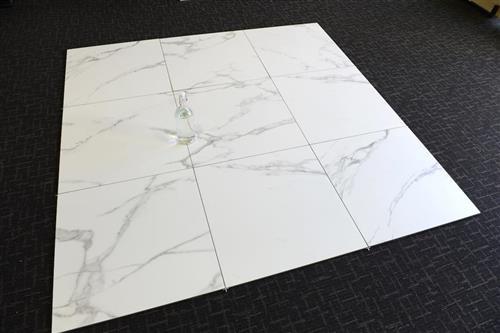 yi6p560-600x600premium-calacatta-matt